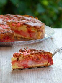 Un gâteau aux poires et pralines roses... Miam!  C'est grâce à Isabelle que j'ai découvert cette spécialité lyonnaise. D'ailleurs sa versi...