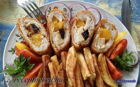 Gyümölccsel és sajttal göngyölt pulykamell recept fotóval