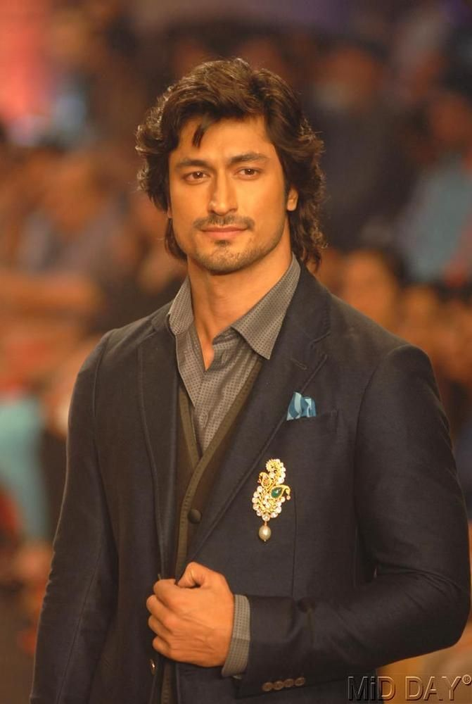 Vidyut Jamwal walked for Birdhichand Ghanshyamdas Jewellers on Day 4 of India International Jewellery Week 2013. #Bollywood #Fashion