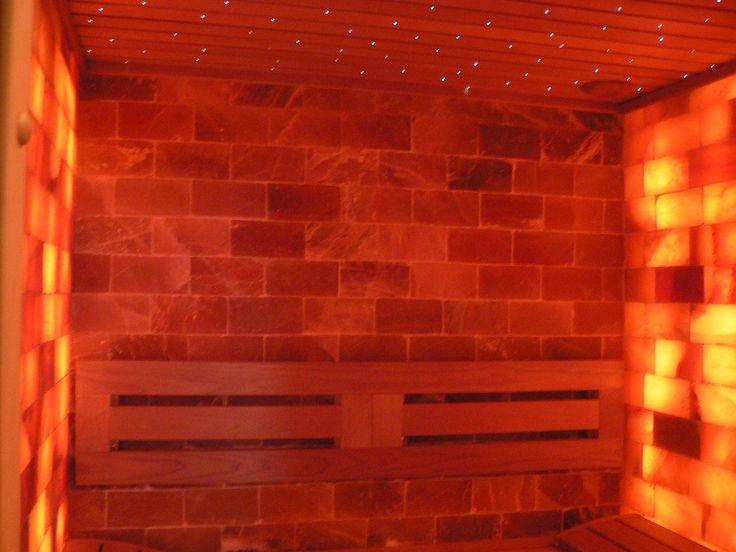 """Cabina salina privata IBEK Salionarium,  petru 2-3 persoane, pereti din sare de Himalaya. Tavan, front cabina si Banci plop filandez thermowood, iluminare ambientala cu fibra optica pe tavan, 150 punctulete albe si colorate de 1 mm. grosime tip Cer-de-stele. Salinizare activa pe baza de ultrasunet cu dispozitiv de salinizare SalinaVita Salionarium de la Schumacher Meditzintechnik-Tehnica de pulverizare si inhalare """"Made in Germany"""".  www.saune.ro"""