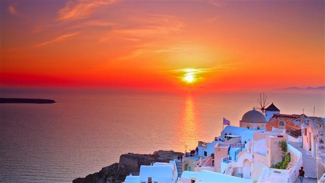 Mikonos ve Santorini Gezisi | Eğlence ve Romantizm Mikonos ve Santorini Muhteşem deniz, güzel plajlar, çılgın partiler ile gece ve gündüzün birbirine karıştığı Mikonos; siyah kum sahiller, volkanik kayalara tutunan beyaz köyler, muhteşem manzara ile Santorini...
