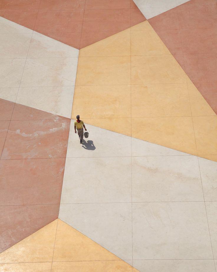 Walking on a living canvas, Serge Najjar