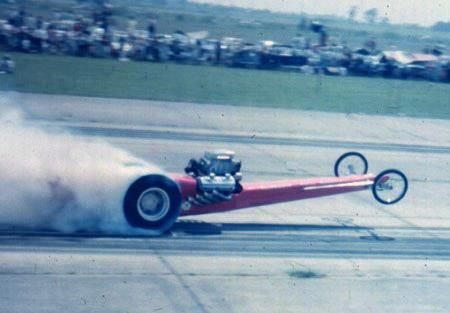 Vintage Drag Racing. Another dramatic take off.  Chrysler Hemi engine, 426 cubic inches  probably. At these times, these engines were pumping something  like 1 600 hp.
