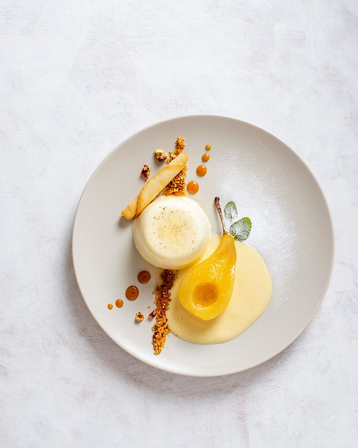 Vanille Panna Cotta Sahne Birne Pochiert Muskat Muskateller Creme Anglaise Englische Creme Pudding Cre Vanilla Panna Cotta Poached Pears Food Plating