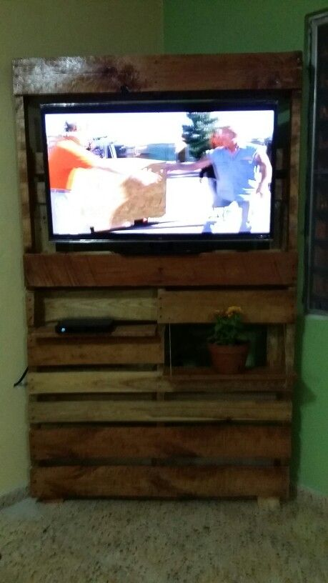 Tv corner pallet cabinet w shelf