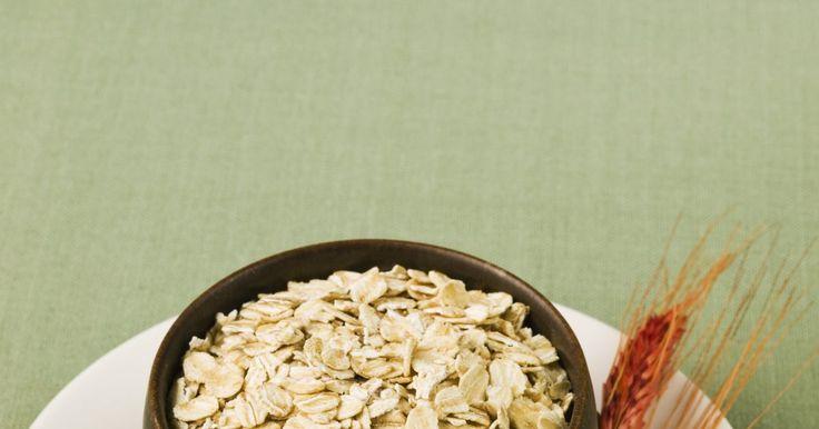 Nutrición: arroz y avena. Según el Departamento de agricultura de los Estados Unidos, al menos la mitad de las porciones de cereales deben ser integrales. Los cereales integrales mantienen el grano completo y contienen valores más altos en fibras y vitaminas naturales que los granos refinados. Incluir más cereales integrales en la dieta ayuda a reducir el riesgo de ...