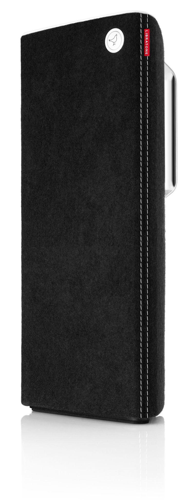 Libratone: Live AirPlay speaker Zwart  Libratone Live AirPlay speaker Zwart  De uniek gevormde Libratone Live (zwart) staat prachtig in elk interieur. Maar daar koop je hem natuurlijk niet voor. Deze Scandinavische design-luidspreker doet namelijk méér dan mooi zijn. De bas de dubbele midrange speakers en dubbele tweeters spelen jouw muziek namelijk kraakhelder af waarbij elk detail en elke nuance hoorbaar is. Dankzij de gepatenteerde FullRoom-technologie geniet je altijd van kamervullend…