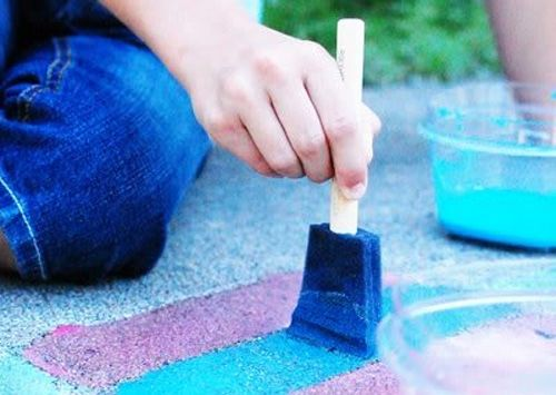 DIY sidewalk paint: 1/4 cup of cold water, 1/4 cup of cornstarch,
