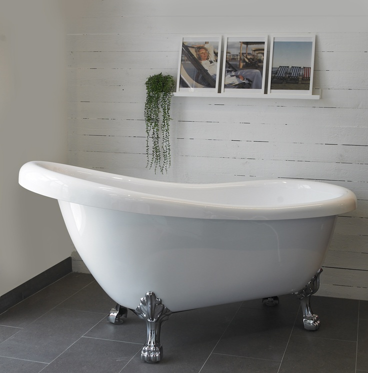 clawfoot bathtub. So want one for our bathroom.