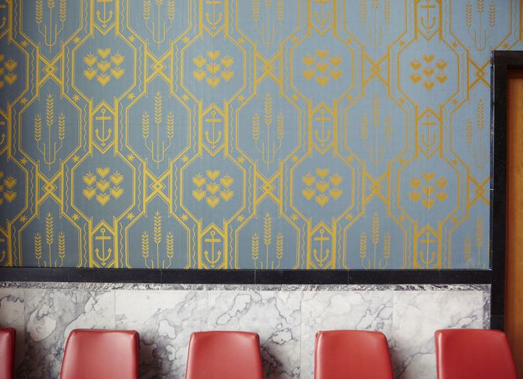 For the walls of the United Nation's Security Council chamber, a dignified Damask wallpaper by Norwegian textile artist Else Poulsson was selected. When the chamber was refurbished last year, a careful reproduction of the original was made in Norway.