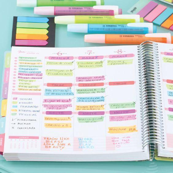 COLOR CODE: Ela usa uma cor para cada área da sua vida, codifica suas atividades por cores, num passar de olhos visualiza sua semana e sabe se exagerou demais em uma área ou se esqueceu de outra, apenas pelo equilíbrio de cores.  Rosa: vida social Amarelo: estudos Azul: trabalho Laranja: fitness - nutri Verde: pessoal Defina suas cores e use-as a seu favor! Compre online - www.paperview.com.br • Receba em casa #meudailyplanner #planner2016 #dailyplanner #loveplanner #organização #feitoamao: