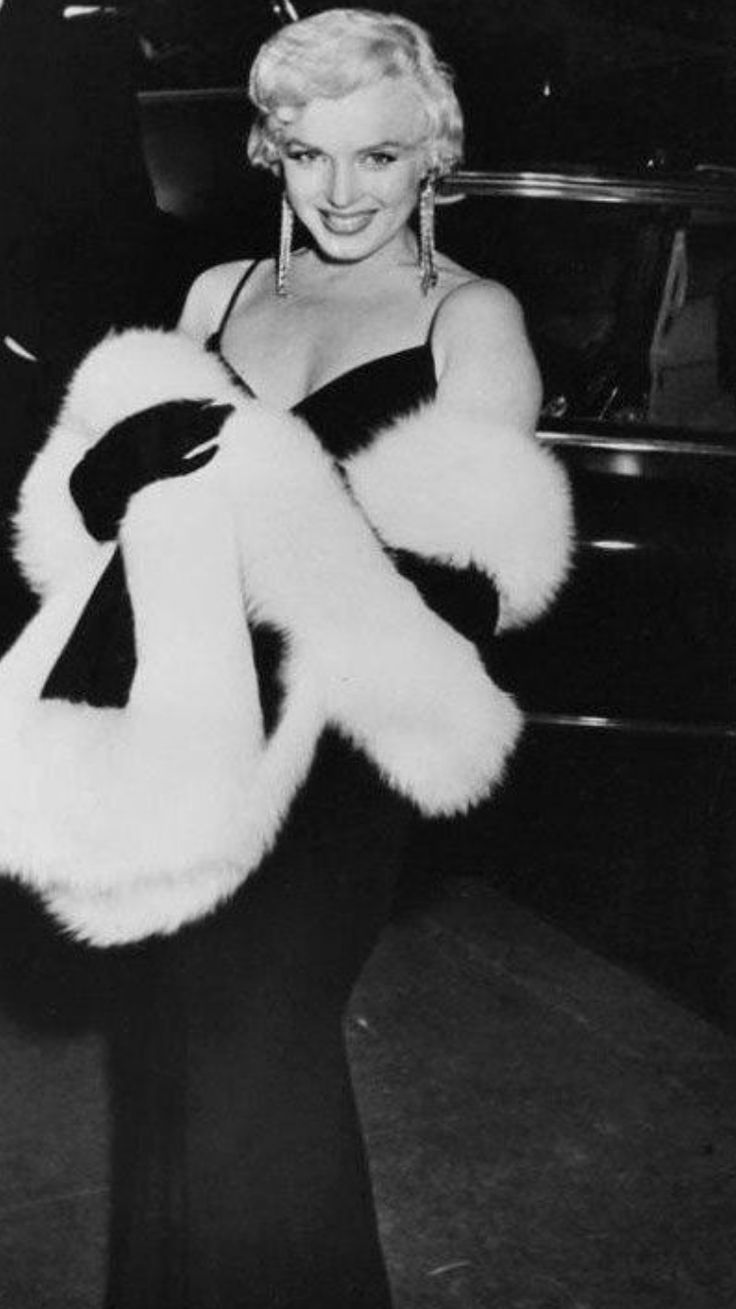 Marilyn Attends The Premiere Of The Rose Tattoo In New York City