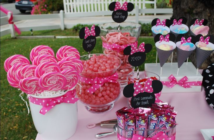 those cones are so cute with ears on them- awesome idea to use minnie mouse cutout as food labels