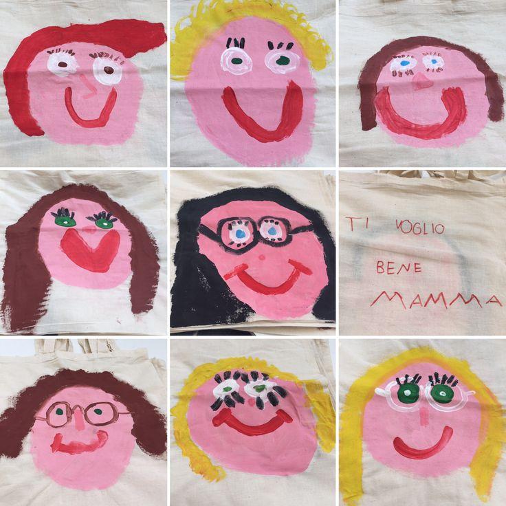 Festa della mamma. Borse di stoffa disegnate con i colori acrilici