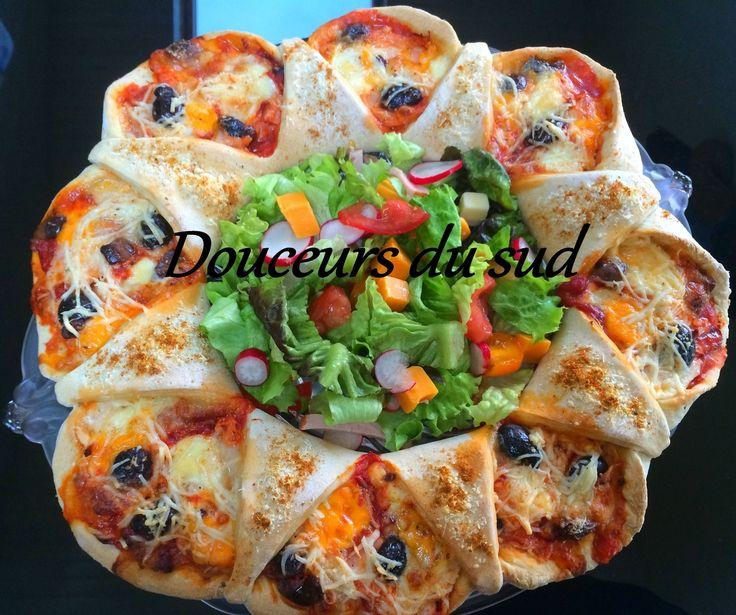 Bonjour les amis, aujourd'hui je vous propose ma version de la Pizza, je l'ai faite en couronne, ne vous inquiétez pas il ne faut aucun matériel particulier, c'est juste un pliage simple que je vous met étape par étape en photo. J'y ai mit une garniture...