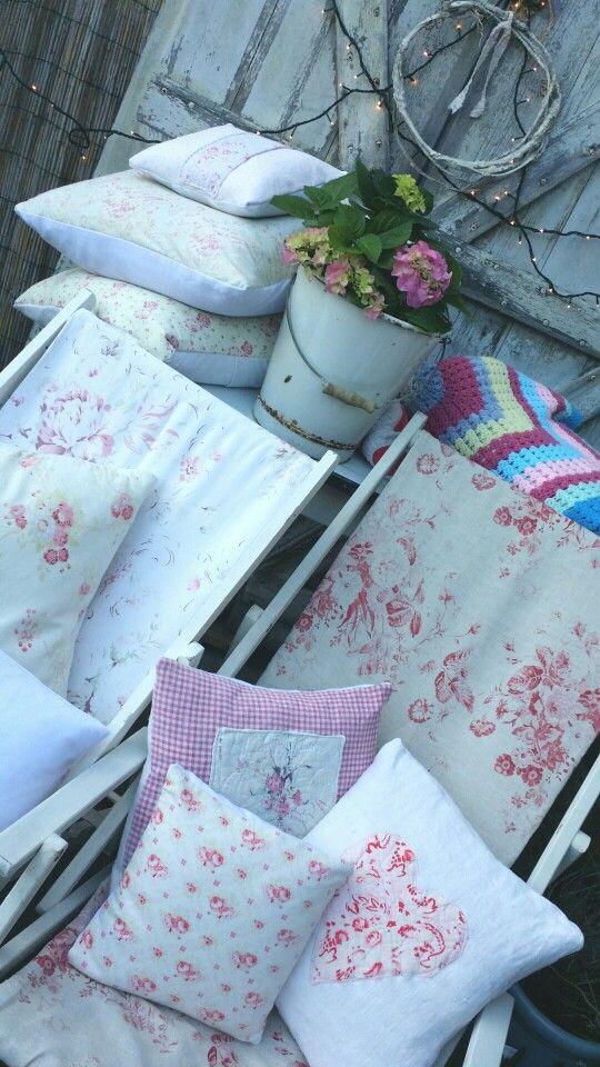 Lovely Deckchairs And Cushions Curb Appeal