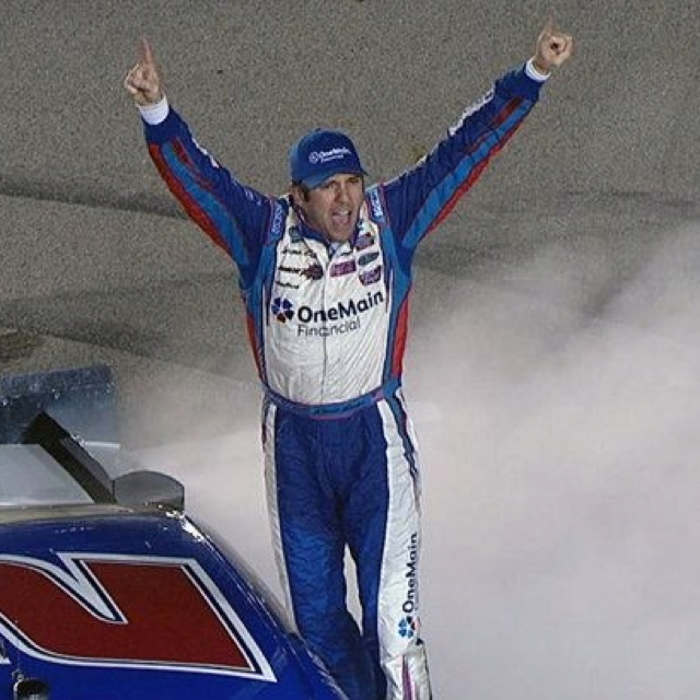 Elliott Sadler wins NW race at Iowa. I like him, and I like seeing someone running for the NW Championship win instead of a Cup driver!!