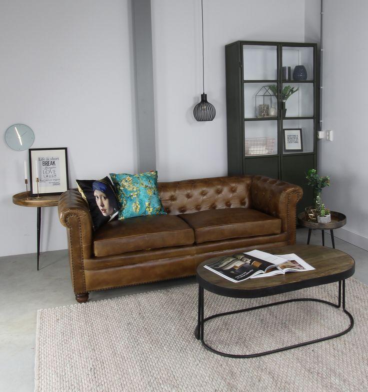 Voeg deze klassiek leren, bruine, Chesterfield bank toe aan je interieur. #chesterfield #livingroom #interior #homedecor #wooninspiratie #livingroom #modern #modernlivingroom #interiorstyling