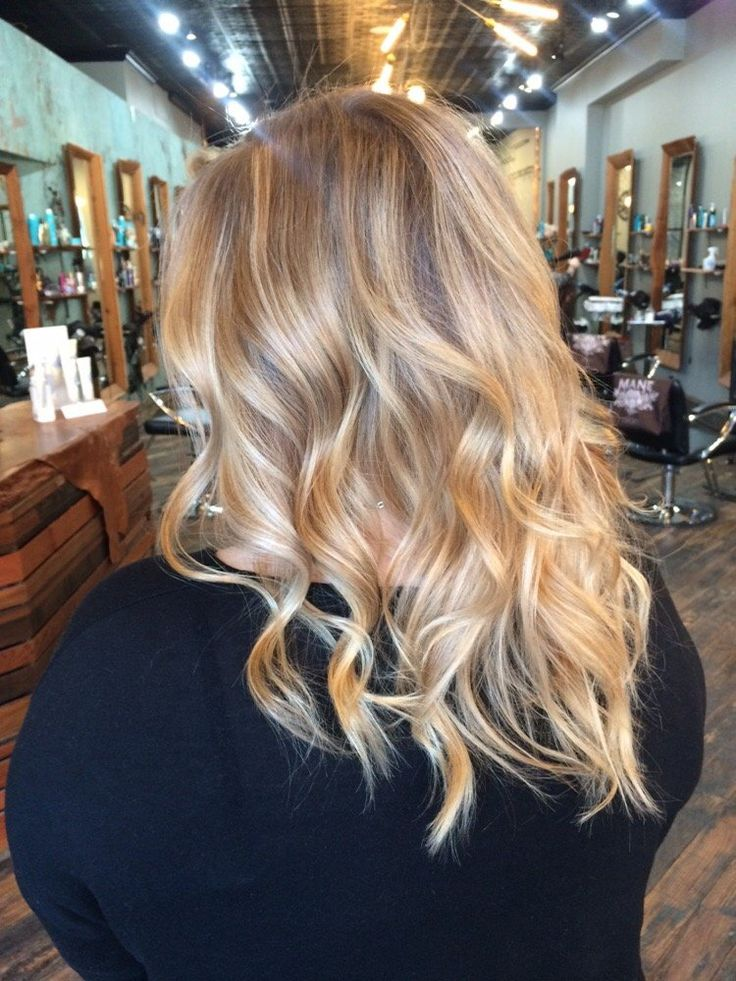 Mane Salon - Chicago, IL, United States. Buttery blonde balayage by Lauren.