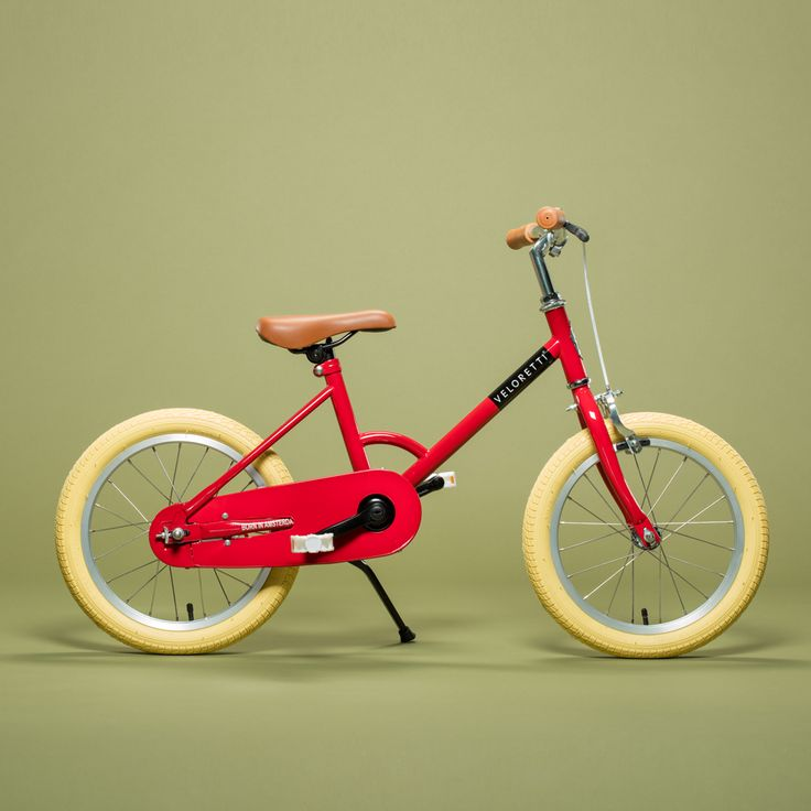 The Veloretti Maxi – Dakota Red is the perfect first pedal bike for your child. This stylish pedal bike is perfect for kids that are ready to discover the world on their own. With the Veloretti Dakota Red, kids can learn how to ride a bike safely thanks to the equipped hand brakes and stabilizers. A …