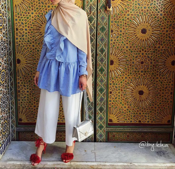"""937 Likes, 21 Comments - @by.kha on Instagram: """"Black dress chez @muslimtendanceparisienne ✨ Mon voile de super bonne qualité chez @belle.en.hijab """""""