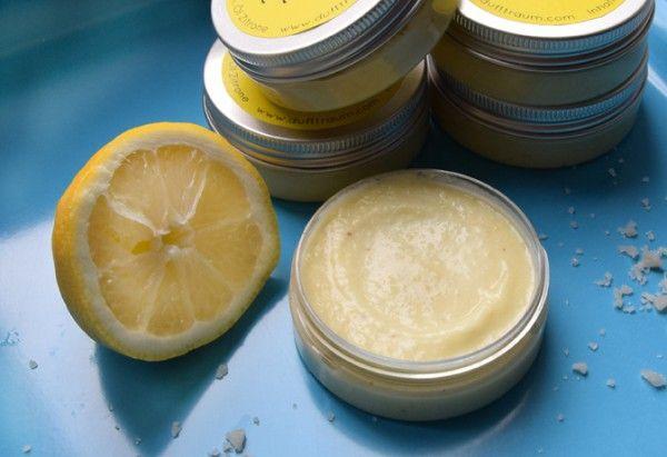 Mit diesem Peeling schrubbest Du Dir wunderbar weiche Haut und der Duft erinnert an supertolle, sonnige Sommerurlaube! http://www.dufttraum.com/2014/05/06/zitronen-meersalz-peeling/