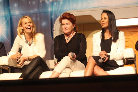 STLV 2015: After 20 years, entire Voyager crew makes it home to Las Vegas - Jeri Ryan, Kate Mulgrew and Roxann Dawson