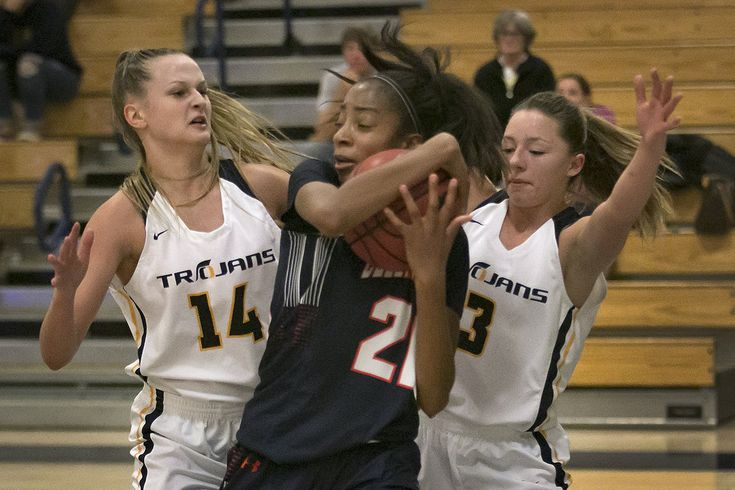 """The Oak Ridge varsity women's basketball team cruised through the first two rounds of the Trojan Toss Up Tournament only to hit a speed bump against Cosumnes Oaks, falling in the championship game 47-32 Saturday night at Oak Ridge High School. """"We hadn't played in ten days so to get back out and ...  https://www.villagelife.com/sports/troy-takes-2nd-in-toss-up/"""