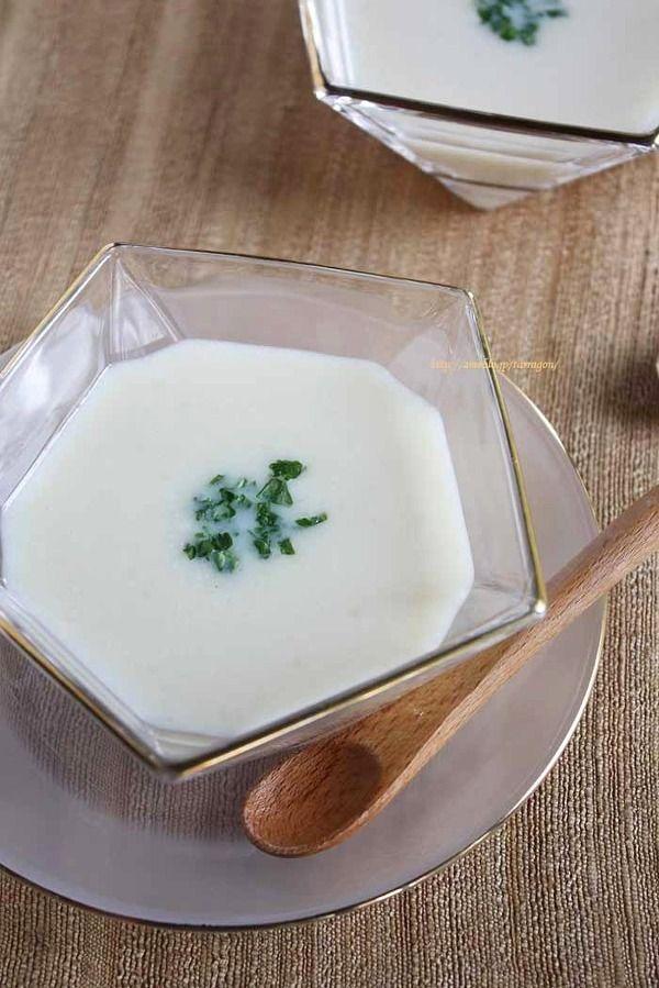 夏は冷たく冷やして、冬はあたたかいままもおいしいシンプルビシソワーズ。 バターなし、生クリームなしでもおいしい一品。