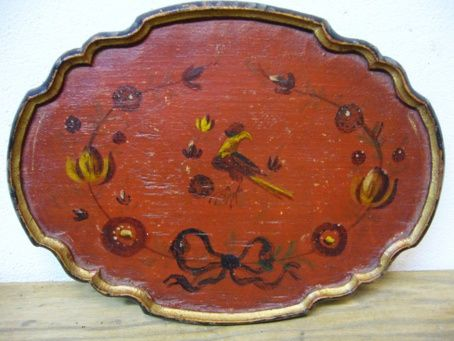 Rood beschilderd klein likeurglaasjesdienblad met vogel-en bloemenbeschildering