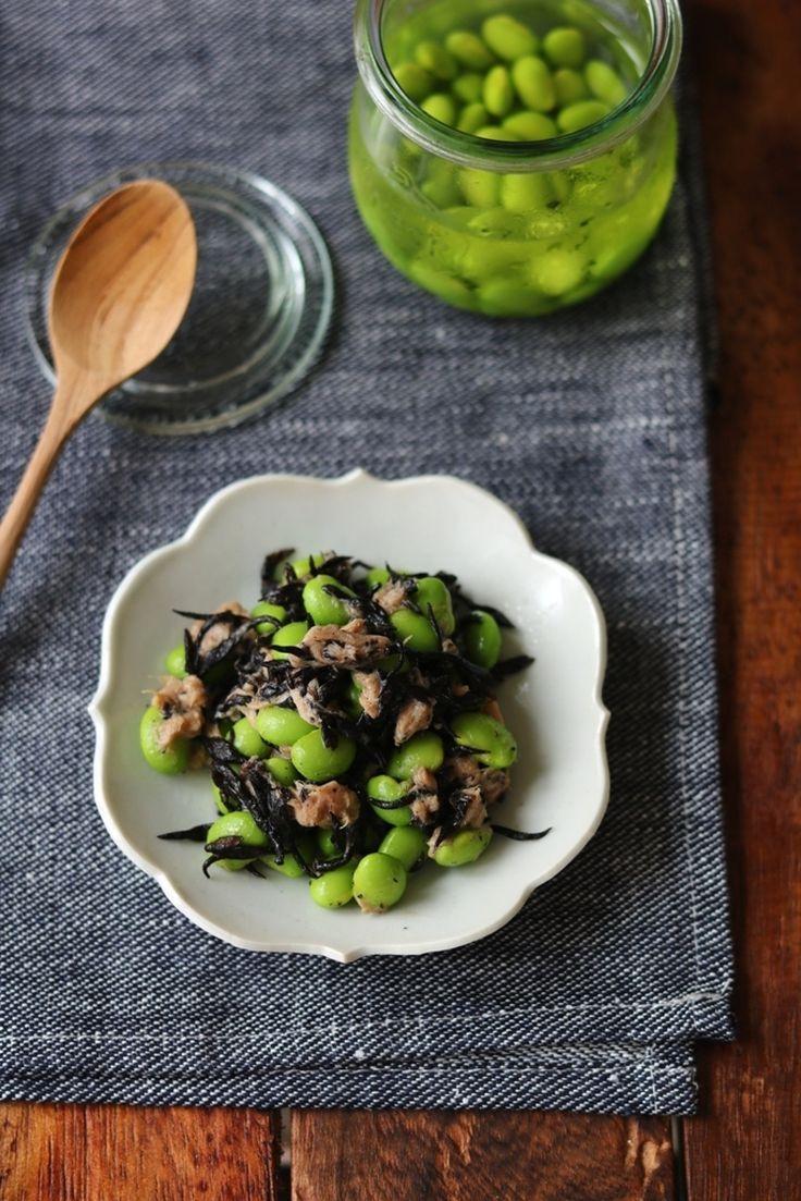 枝豆の出汁漬けとひじきのツナ和え。 by 栁川かおり / 枝豆を白だしに漬けてじんわり味付けしておくと、サッと和えるだけであっという間に1品出来上がり。 / Nadia