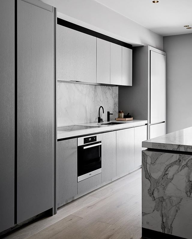 Grey on grey with a punch of black steel and that stone ✔️ check out more on the website #eastmelbourneresidencebyflackstudio #flackstudio  @brookeholm @marshagolemac
