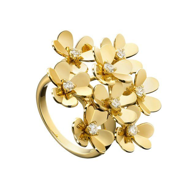 Frivole eight flower ring by Van Cleef & Arpels #rings #jewelry #flowers #diamonds