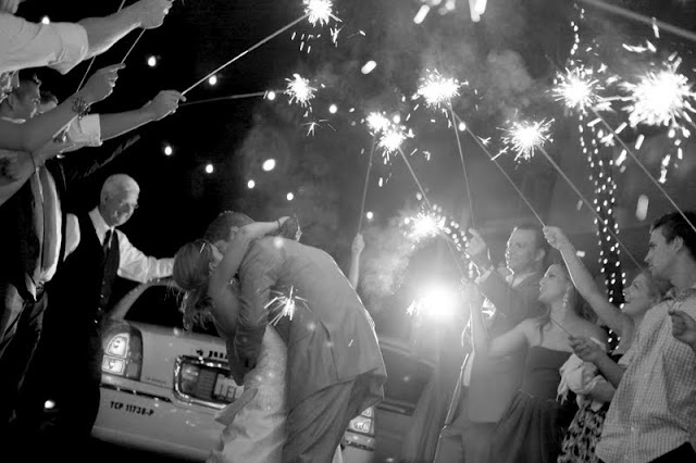 LOVE this picture: Photographyw Photography, Ideasw Photographyw, Wedding Photography Tips, Photography Designw, Designw Photography, Wedding Sparklers, Sparklers Ideas, My Wedding, Photoshoot Ideas