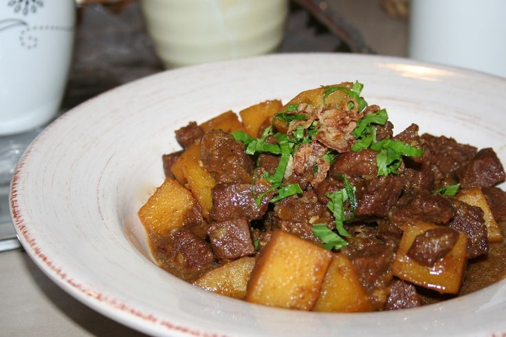 Semur daging kentang manis paling sering dinikmati pada saat lebaran. Biasanya dihidangkan dengan ketupat dan opor ayam. Resep semur daging kentang ….