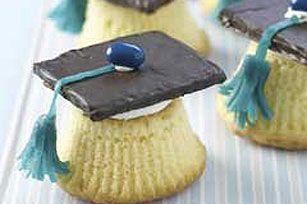 Graduation party cupcakes: Graduation Cupcake, Graduation Cap, Grad Cap, Cupcake Recipe, Grad Parties, Fruit Snacks, Cap Cupcake, Parties Cupcake, Graduation Parties