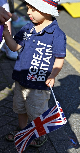 London 2012 series - Team GB cloth    Sorry, one more sharing...    It is one of street shot from Olympic torch relay day.  A little boy dressed up all GB color - Blue, White and Red with Union Jack.  I love to watch people dress up like this and support t Wonderful time of London 2012 games