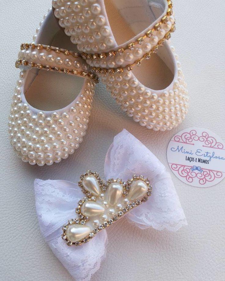 kit sapatinho de pérolas com sola de borracha e lacinho de princesa.  Temos do Tam. 19 ao 23 ( 1 a 2 anos)
