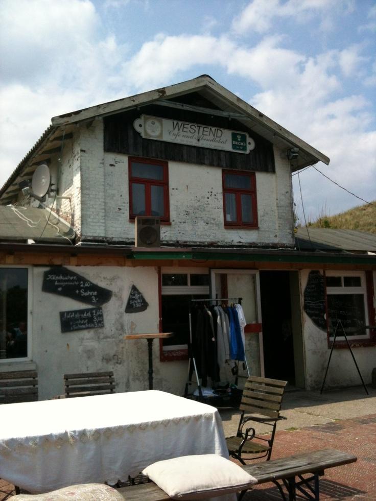 Das Old Laramie am Westend auf #Spiekeroog - Café, Abendlokal, Surfschule und Geheimtipp. Die #Watt-Reporter treffen Inhaber Dirk Nannen.