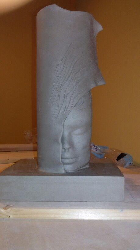 Vaso in ceramica  ancora crudo