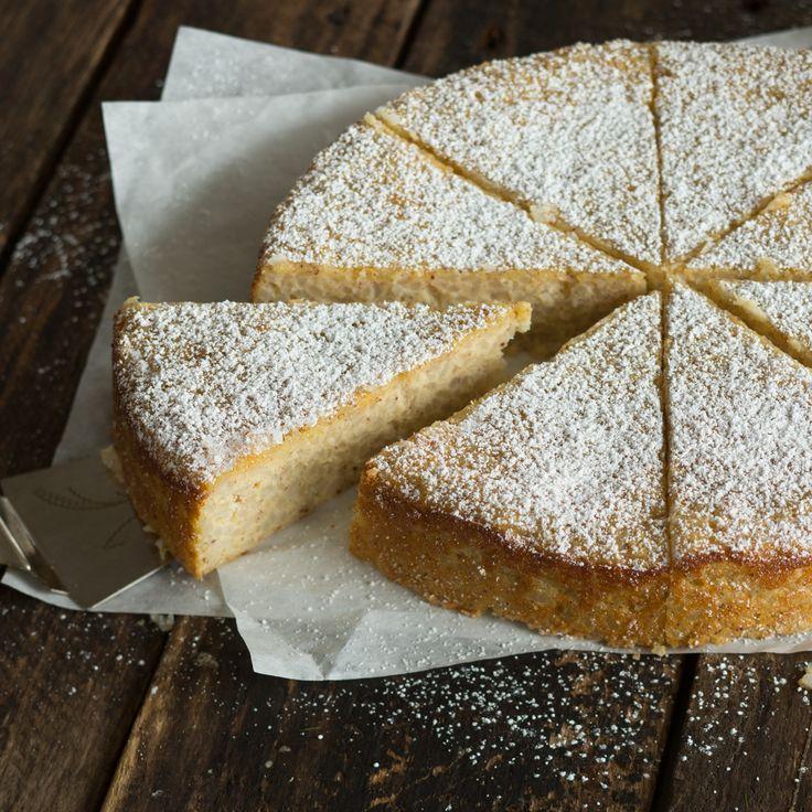 Ein echter Dessertklassiker, nur als Kuchen. Bei süßem Milchreiskuchen darf genüssslich in Kindheitserinnerungen geschwelgt werden.