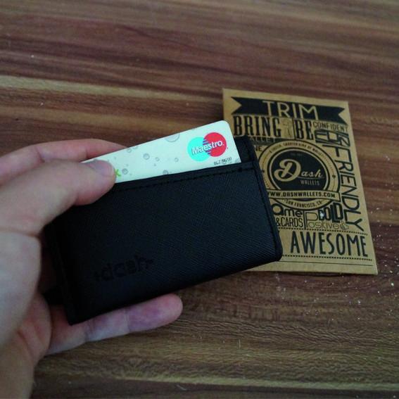 Die klobigen Geldtaschen sind Geschichte! Das Dash Wallet ist dünn, kompakt und edel.