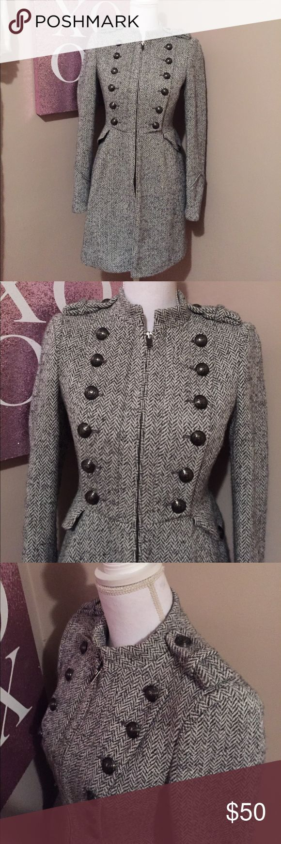 Zara winter pea coat EUC. No stains, tears or missing pieces. This gorgeous winter pea coat from Zara is so warm and fabulous! A black and white tweed feminine take on a traditional military jacket. Gorgeous silver buttons on the breast, shoulders and pockets. The little details is what really makes this coat so stunning! Lined in black. Made with 42% wool, 32% acrylic, 22% polyester, 4% mohair. Lining is made with 100% acetate. Size small. Zara Jackets & Coats Pea Coats
