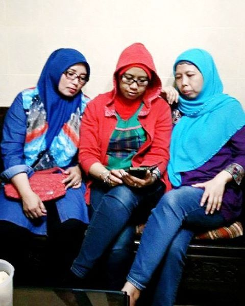 #sahabat #friends #teman #red #blue #warnawarni #hijabstyle #hijab #style #fashion #pose #photo #photography #foto #motivation #motifasi #fitgirl #portrait #like #instalike #instagram #natural #family #free #happy http://tipsrazzi.com/ipost/1506447465115853160/?code=BTn-fzvBKFo