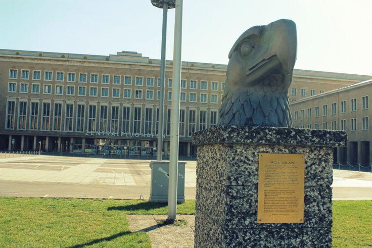 Wenn Gebäude reden könnten ; Eine Tour durch den stillgelegten Flughafen Tempelhof ...