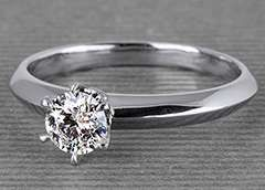This diamond ring has been recently sold. Get inspired! #diamantring #verlobung #verlobungsring #platin #yorxs