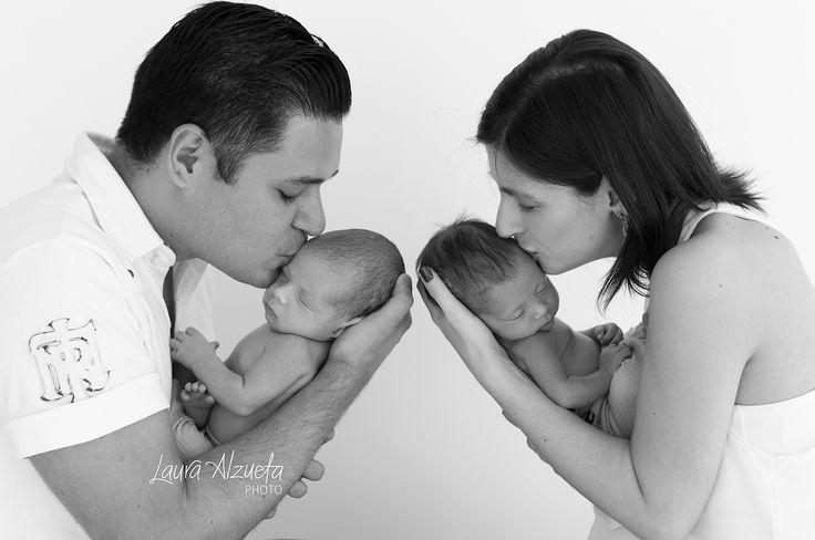 Amor de irmãos!  #twinsisters #twinbrothers #newborntwins #twins #gemeas by…