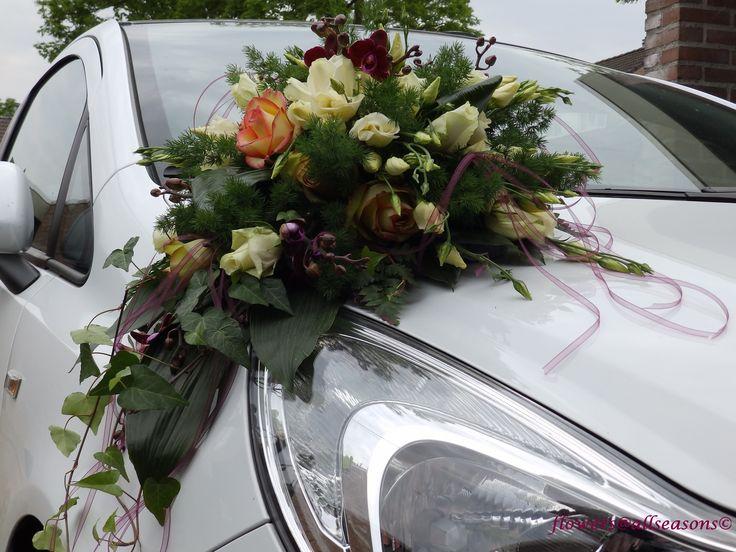 autotoef bijpassend bij bruidsboeket druppel met orchidee