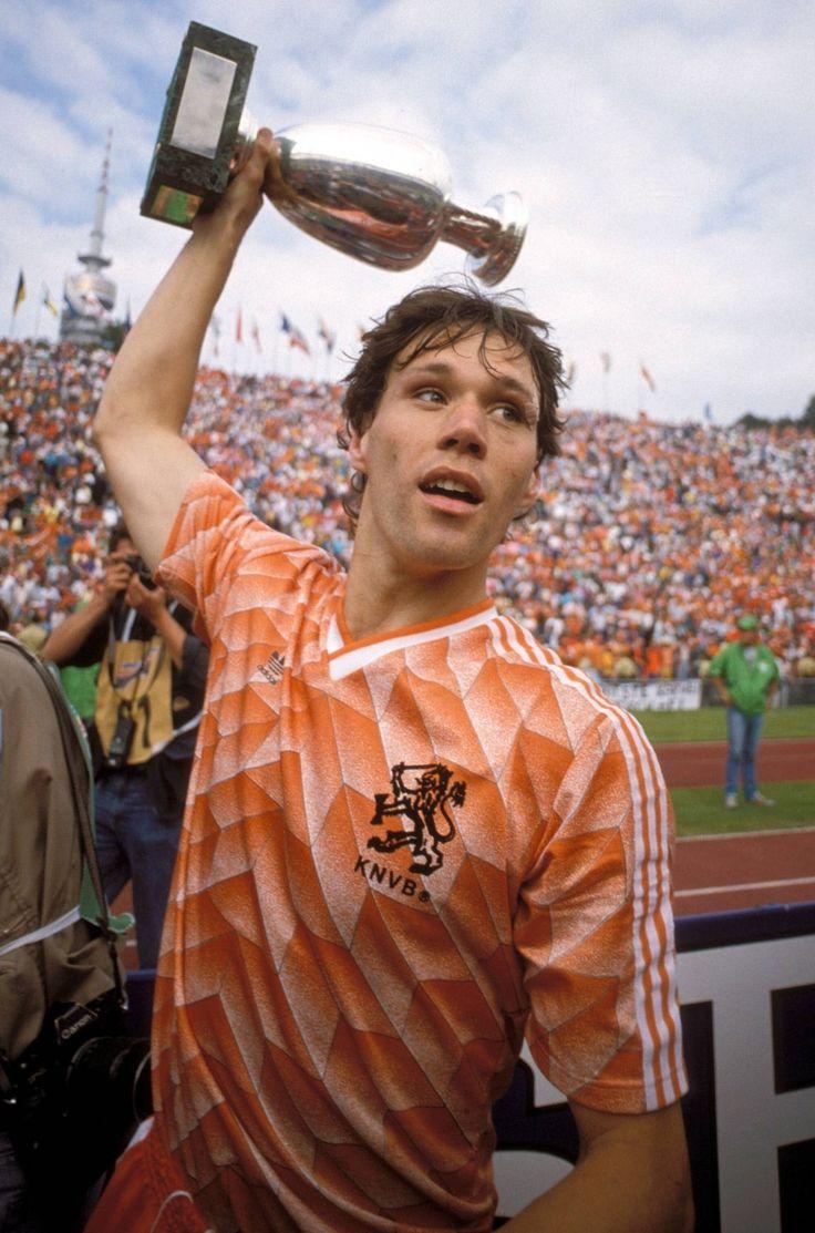 Hace 28 años ,Marco Van Basten metia un golazo imposible que le dio el triunfo y un titulo a Holanda.