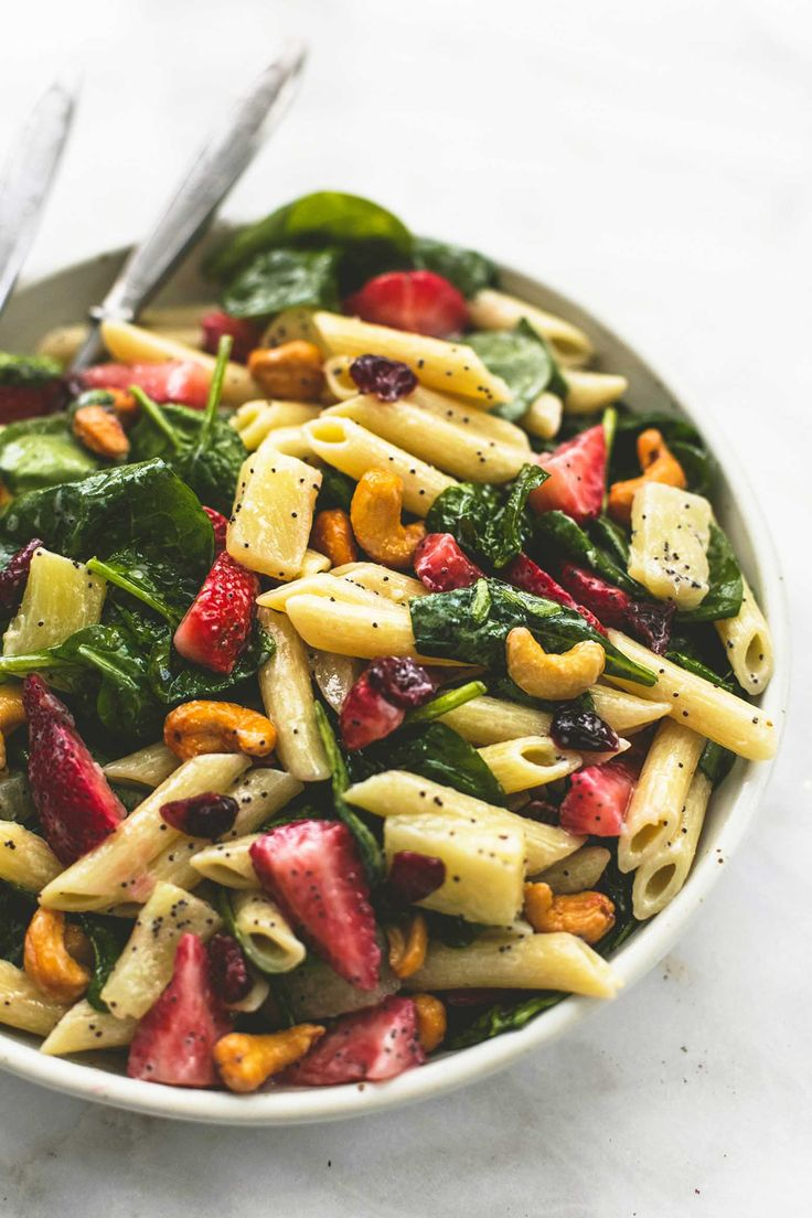 Strawberry Spinach Pasta Salad with Orange Poppy Seed Dressing | lecremedelacrumb.com
